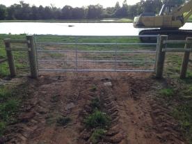 Half mesh field gate