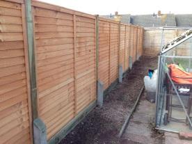 Concrete spur - strengthen fence